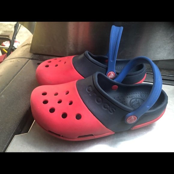 los angeles 046ef da568 Crocs Boys Red & Blue Clogs sport Sandals Size J3